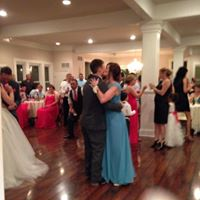 A dancefloor loaded with guests at the wedding venue Esprit de Coeur near Lafayette, Louisiana.