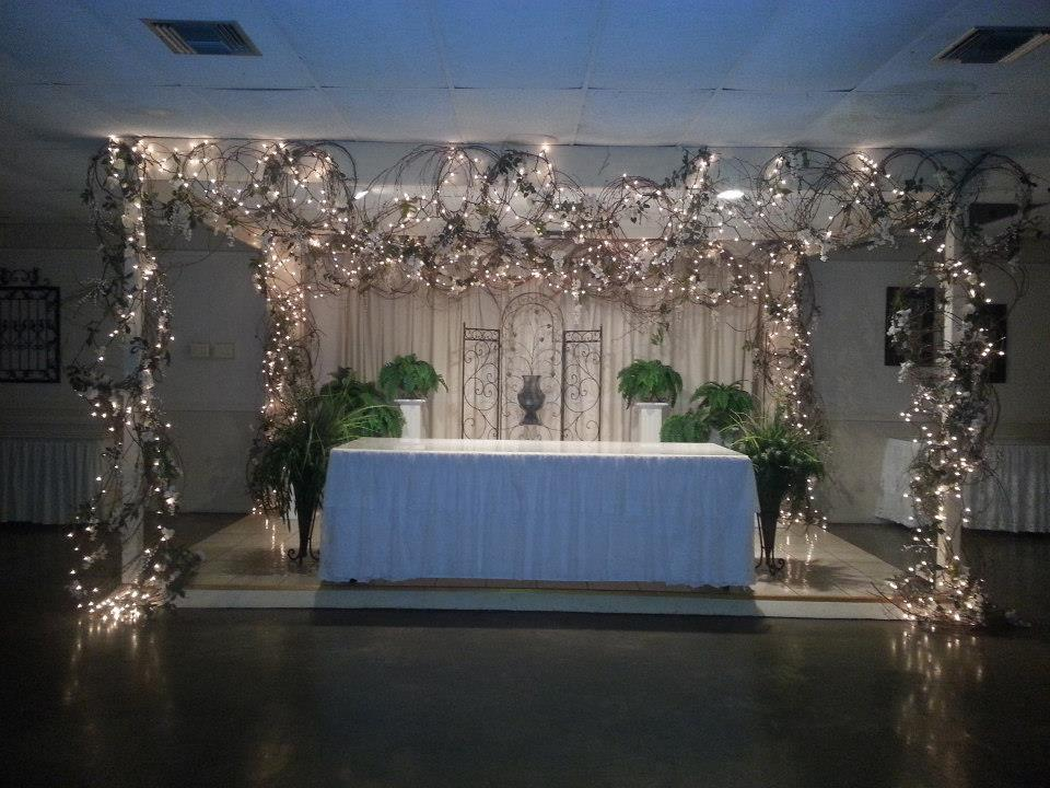 An indoor wedding reception setup at the ladybug lodge near lafayette, louisiana