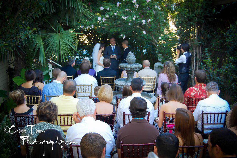 An amazing outdoor garden wedding at the beautiful Esprit de Coeur wedding venue located in Lafayette, Louisiana.