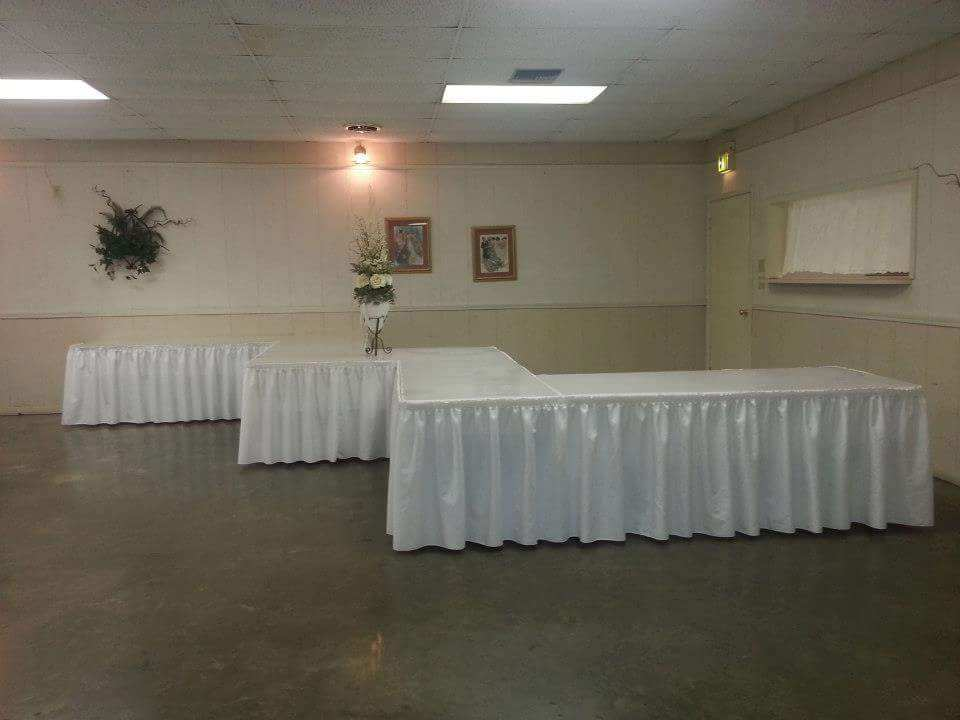 A wedding catering setup at the ladybug lodge wedding venue near lafayette, louisiana
