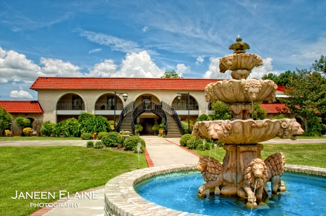 A beautiful picture of the front view or the wedding venue, The Manor, located in New Iberia, Louisiana.