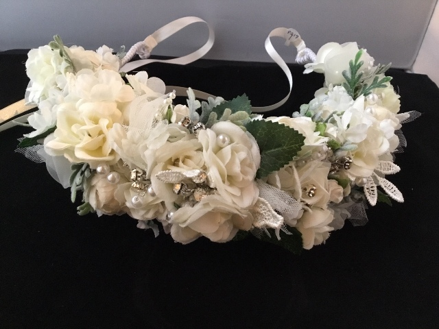 A beautiful wedding headband made by florist, Poises by Paulie, located in Lafayette, Louisiana.