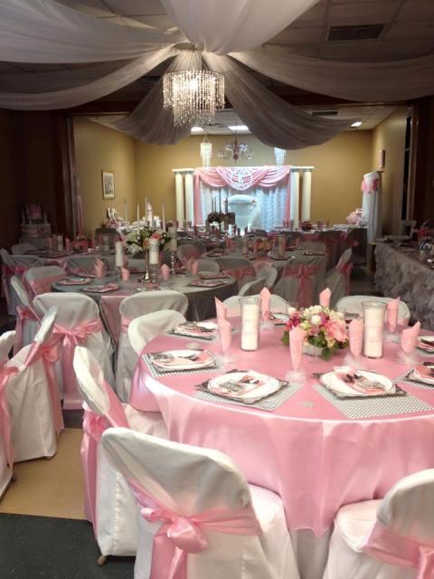 A wedding reception tables setup in Lafayette, Louisiana by wedding decorator, Bridget Credeur with Fleur de Lis Weddings.