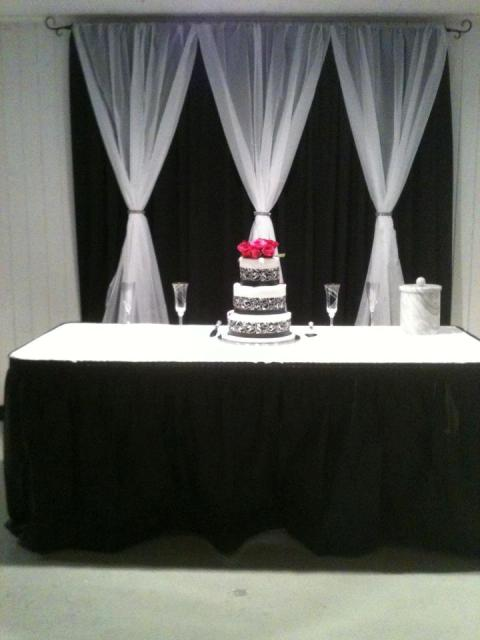 A black and white wedding cake made by Piece of Cake, a bakery located near Lafayette, Louisiana.