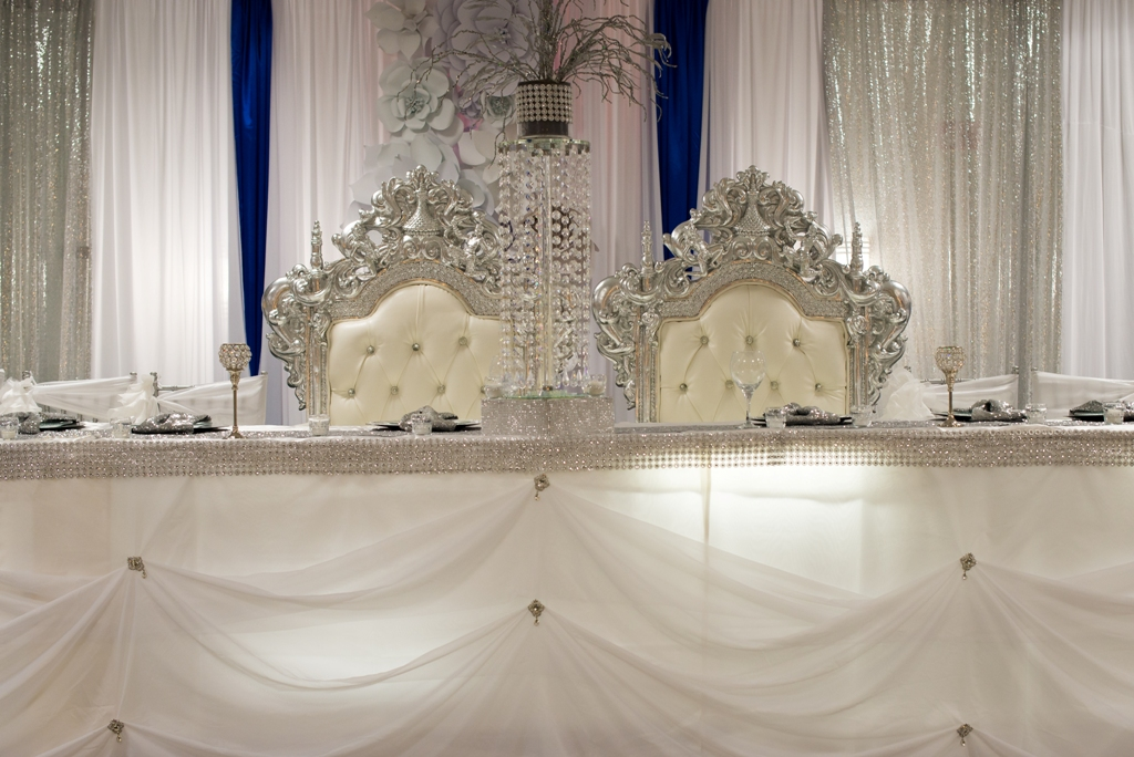 Amazing setup of a bride and groom table at the wedding venue Wyndham Gardens of Lafayette, Louisiana.