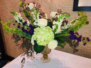 A beautiful table centerpiece by florist Mai Nguyen with Faith and Flowers located near Lafayette, Louisiana.