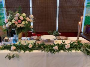 A table decorated by florist Mai Nguyen with Faith and Flowers located near Lafayette, Louisiana.