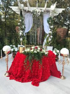 Outdoor wedding reception at Louisiana Cajun Mansions, a wedding venue near Lafayette, Louisiana.