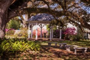 Louisina Wedding Venues Near Lafayette Outdoor Weddings The Victorian Plantation Gazebo