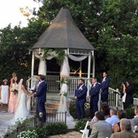 Awsome outdoor wedding held at the beautiful wedding venue, Sunny Meade, located near Lafayette, Louisiana.