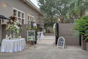 A beautiful photo of an outdoor wedding in the courtyard at The Madison located in Lafayette, Louisiana.