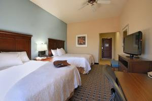 Queen bedrooms for wedding guest to rent at the wedding venue Hampton Inn New Iberia, Louisiana.