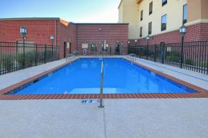 Awesome swimming pool for guests of wedding parties to use while staying at the beautiful wedding venue Hampton Inn New Iberia, Louisiana.