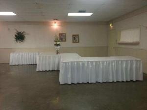 A wedding catering setup at the ladybug lodge wedding venue near lafayette, louisiana