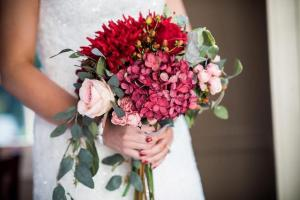 A beautiful Kimpton 2 Series by wedding florist, Something Borrowed Blooms, located near Lafayette, Louisiana.
