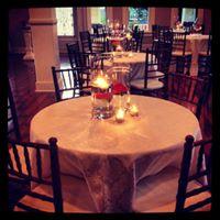 A table setup at wedding venue Esprit de Coeur located in Lafayette, Louisiana.