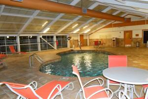 A photo of the pool area at the wedding venue, Best Western Plus Vermilion River Suites, located in Lafayette, Louisiana.