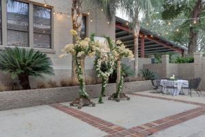 A photo showing the outdoor courtyard area at The Madison, located in Lafayette, a beautiful wedding venue.